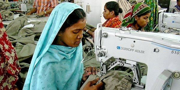 FEMNET hat engen Kontakt zu Näherinnen in den Produktionsländern unserer Kleidung und macht so ihre Lebens- und Arbeitsbedingungen greifbar. Foto © FEMNET