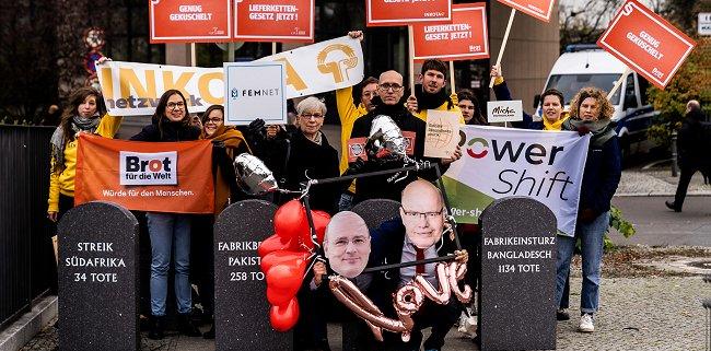 Protest beim Arbeitgebertag in Berlin. © Initiative Lieferkettengesetz   Valere Schramm