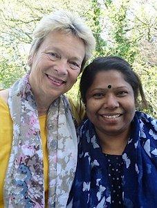 Gisela Burckhardt, Vorstandsvorsitzende von FEMNET mit der Aktivistin Kalpona Akter. Foto: © FEMNET