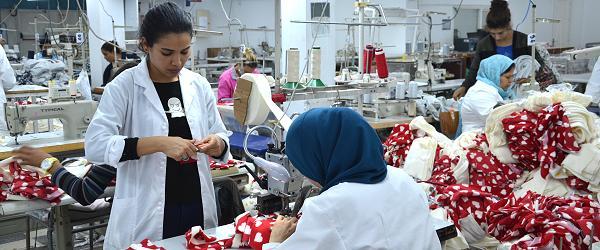 Näherinnen in einer tunesischen Fabrik. Foto © FEMNET.