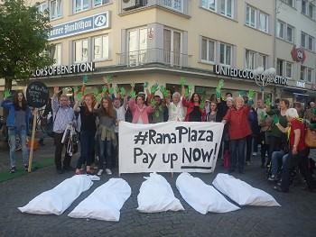 Teil des Jubiläumsheftes: Rückblick auf unseren Protest vor Benetton 2015 in Bonn