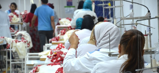 Deutsche Berufsbekleidung entsteht auch in tunesischen Fabriken. © FEMNET