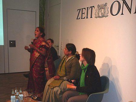 Maheshwari Murugan bei ihrem Vortrag in Berlin