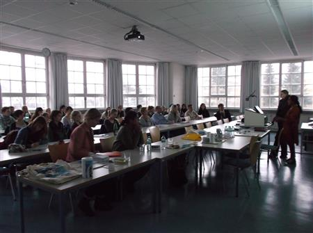 Vortrag von Maheshwari Murugan aus Tamil Nadu vor den Studierenden der Universität Albstadt-Sigmaringen