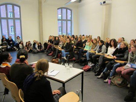 AMD Düsseldorf, Vortrag vor Studierenden und Lehrenden