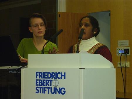 Maheshwari Murugan aus Tamil Nadu und Übersetzerin Christiane Kühnrich