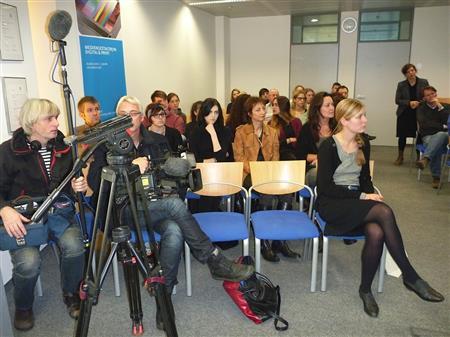 ZDF Team und Studierende in der Hochschule Mediadesign in Düsseldorf