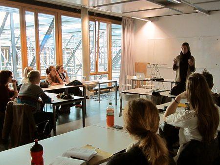 Vortrag von Fairschnitt-Projektreferentin Kerstin Dahmen vor den Studierenden der Uni Hannover