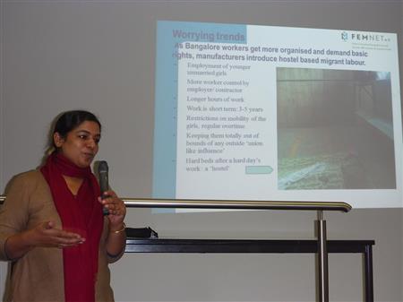 Anita Cheria aus Bangalore beim Vortrag vor Studierenden der HSNR, Mönchengladbach