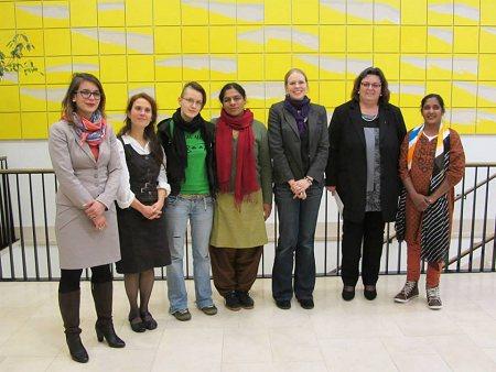 v.l.n.r.: Kathrin Frey (Referat Entwicklungszusammenarbeit) Tamara Enhuber (Attac), Christiane Kühnrich (Femnet), Anita Cheria (Munade) Janina Hotze (Femnet), Pia Döring (SPD Saarland) und Mahehswari Murugan (READ) in Saarbrücken