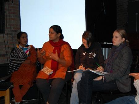 Maheshwari Murugan, Anita Cheria, Übersetzerin Christiane Kühnrich und Rundreisenkoordinatorin Janina Hotze