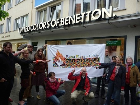 Aktion vor der Benetton-Filiale in Bonn