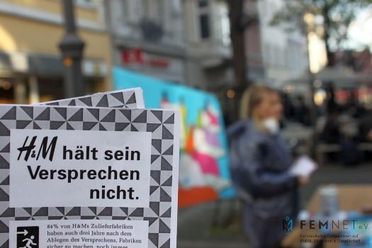 FEMNET Aktionstag vor H&M am 3. Mai 2016. Foto: © FEMNET